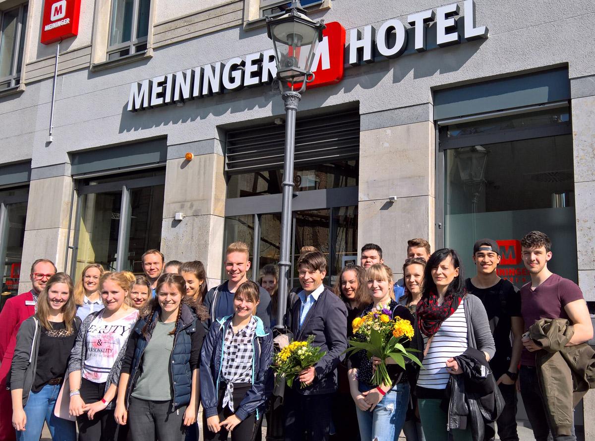 Jugendtours und Meininger Hotels begrüßen erste Schulklasse im Meininger Hotel Leipzig Hauptbahnhof