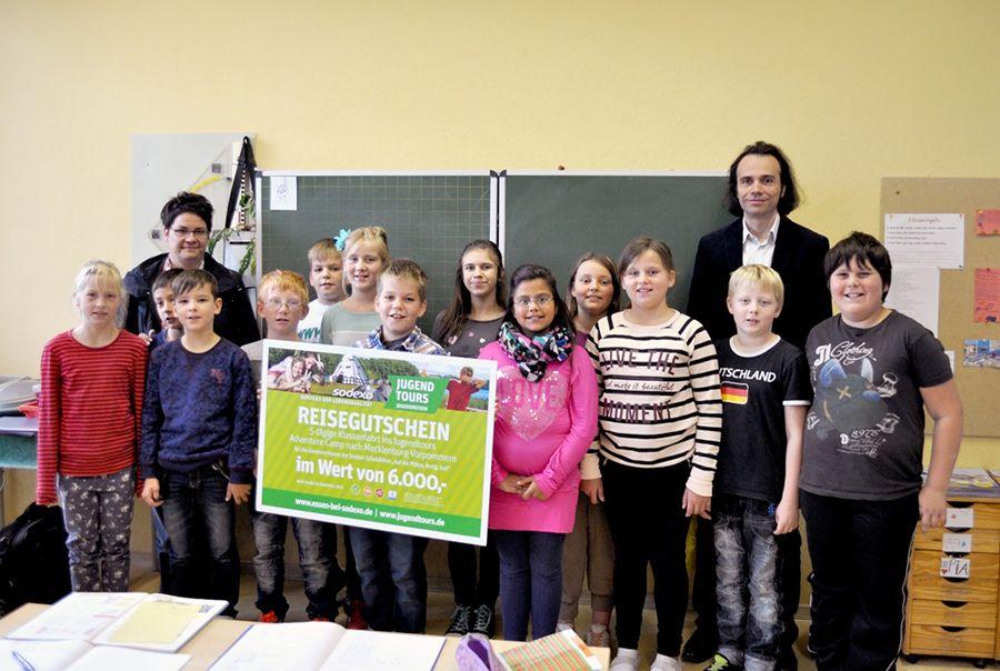 Jugendtours und Sodexo übergeben Hauptpreis in Grundschule Mölln