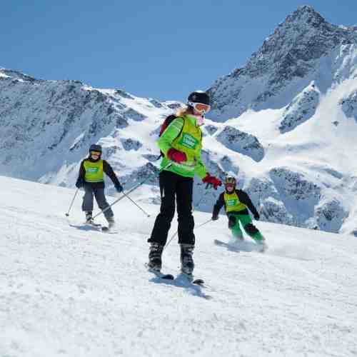 Ski- und Snowboardkurs unter Anleitung erfahrener Instrukteure