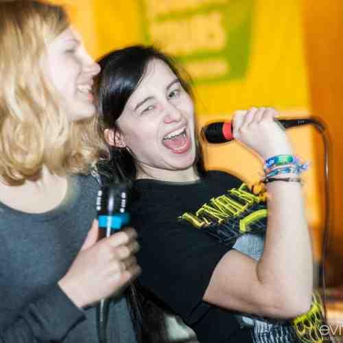 Aprés-Ski-Disko oder Karaoke Party